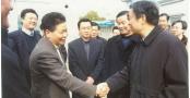 省委书记李源潮及其他省市领导来12博备用网集团视察并与董事长郭道鹏亲切交谈